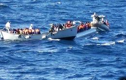 Giải cứu gần 1.000 người di cư vượt biển