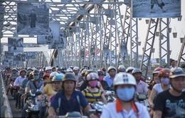 Hình ảnh giao thông Việt Nam giờ cao điểm lên báo Anh