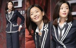 Jun Ji Hyun xả stress bằng cách... bắn súng