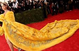 """Cười té ghế với """"bản chế"""" chiếc váy của Rihanna tại Met Gala 2015"""
