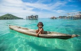 """Cuộc sống xa rời thế giới hiện đại của hòn đảo """"người cá"""""""