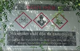 Bất chấp cảnh báo hồ nhiễm chất độc da cam, người dân vẫn bắt cá đem bán
