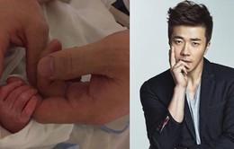 """Kwon Sang Woo """"phát cuồng"""" vì con gái"""
