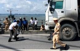 Đối đầu xe bồn chở xăng, lái xe ba gác tử vong tại chỗ