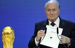 """Sepp Blatter có """"bình an vô sự"""" trong vụ bê bối mới nhất của FIFA?"""