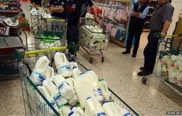 Nông dân Anh... biếu không sữa vì giá quá rẻ