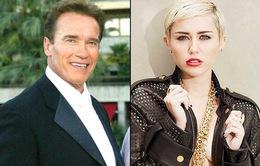"""Kẻ hủy diệt Arnold hết lời khen ngợi """"con dâu hụt"""" Miley"""