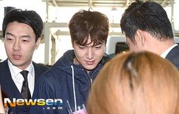 Lee Min Ho chật vật thoát khỏi đám đông ở sân bay
