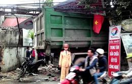 Hà Nội: Xe chở rác gây tai nạn liên hoàn, 8 người bị thương