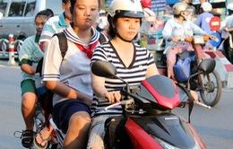 Đội mũ bảo hiểm cho trẻ em: Đa số phụ huynh đồng tình