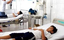 Hàng chục học sinh nhập viện sau bữa trưa do Phú Nhật Hào cung cấp