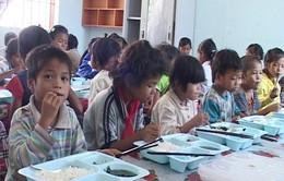 Hỗ trợ ăn trưa cho học sinh huyện miền núi Khánh Sơn, Khánh Hòa