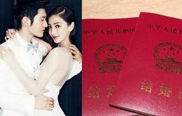 Huỳnh Hiểu Minh phấn khởi khoe giấy đăng ký kết hôn