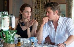 Angelina Jolie kể khổ về việc chỉ đạo chồng