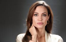 Angelina Jolie đã phẫu thuật cắt bỏ buồng trứng