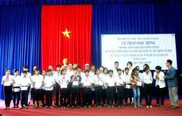 Trao 120 suất học bổng cho học sinh nghèo, vượt khó tỉnh Quảng Nam