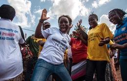 Người dân Sierra Leone ăn mừng sau khi thoát dịch Ebola