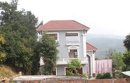 Bắt đầu tháo dỡ biệt thự xây dựng trái phép trên núi Hải Vân
