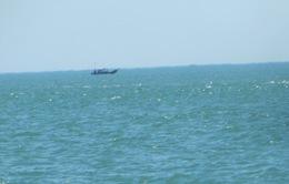 Cứu 4 ngư dân trên thuyền bị sóng đánh chìm ở vùng biển Hà Tĩnh
