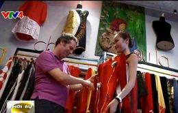 Áo dài Việt qua thiết kế của người Tây Ban Nha