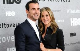 Brad Pitt mừng vì Jennifer Aniston đã kết hôn