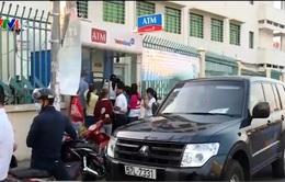 TP.HCM: Cận Tết, nhiều người không rút được tiền tại ATM