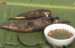 Khó quên hương vị đồng quê: Cá nướng rơm mới