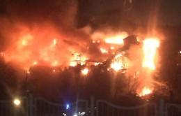 """Thư viện lớn ở Moscow """"chìm"""" trong biển lửa"""