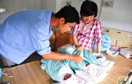 Ca sinh ba bé gái cùng trứng hiếm gặp ở Nghệ An