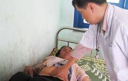 Ăn thịt bò chết, 59 người bị ngộ độc phải nhập viện