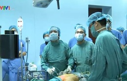 """Bác sĩ Việt Nam nổi tiếng với kỹ thuật phẫu thuật """"Dr Lương"""""""
