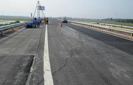 Bộ trưởng GTVT yêu cầu giải quyết dứt điểm tình trạng lún nứt đường