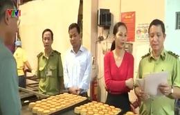 Kiểm tra đột xuất các cơ sở sản xuất bánh Trung thu truyền thống