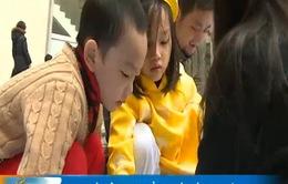 Trẻ em Hà Nội háo hức với trải nghiệm gói bánh chưng Tết