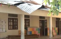 Gần 100 ngôi nhà tốc mái do lốc xoáy tại Nghệ An