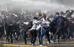Sinh viên Chile bạo động đòi cải cách giáo dục