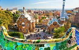 """Barcelona """"ngạt thở"""" với khách du lịch"""