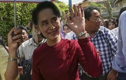 Chủ tịch Đảng NLD tiếp xúc cử tri Myanmar