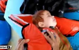 Thổ Nhĩ Kỳ cứu sống bé trai di cư trôi dạt trên biển