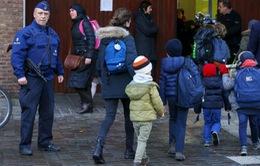 Bỉ mở cửa trở lại bến tàu điện ngầm và trường học