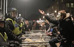 Tuần hành biến thành bạo động tại London, Anh