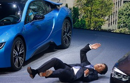 """CEO BMW """"đột quỵ"""" trên sân khấu trong lần đầu ra mắt"""