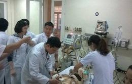 Đưa 2 bệnh nhân vụ sập giàn giáo tại Hà Tĩnh về Hà Nội cấp cứu