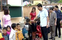 Bộ GD-ĐT thăm và tặng quà tại Đồng Văn