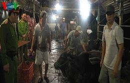 Bắt quả tang cơ sở giết mổbơm nước vào bò