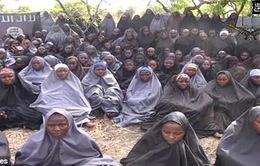Giải cứu 200 bé gái và 93 phụ nữ từ hang ổphiến quân Boko Haram