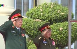 Bộ trưởng Phùng Quang Thanh hội đàm với Bộ Quốc phòng Lào