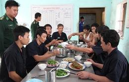 Quảng Trị: 10 thuyền viên tàu An Phú Khang đã cập bờ an toàn
