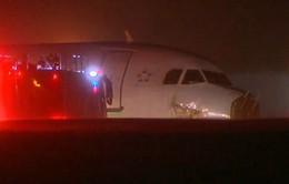 Canada: Airbus A320 trượt khỏi đường băng khi hạ cánh