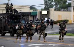 Mỹ hạn chế cảnh sát sử dụng vũ khí quân sự